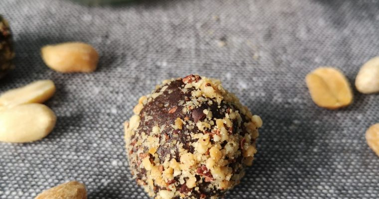 Raw Chocolate and Peanut Protein balls